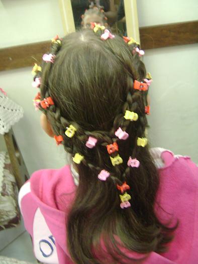 تسريحات شعر للإطفال أنيقة جميلة - تسريحة شعر تجنن روعة متنوعة - بالصورتسريحات شعر للبنوتات لجميع المناسبات 90396.png