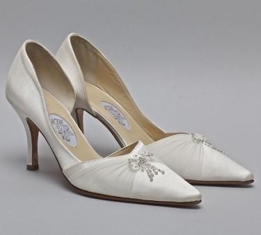 موديلات شوزات شيك لعروس  2013 لمعرض رجيم 192055.jpg