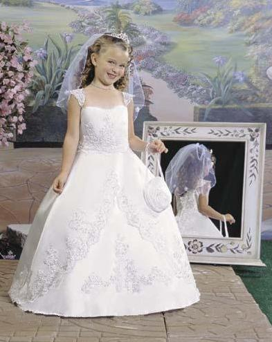 فساتين وسواريهات للمناسبات والاعراس لاحلى البنات احلى فساتين سهرة للبنات 2013 197344.jpg