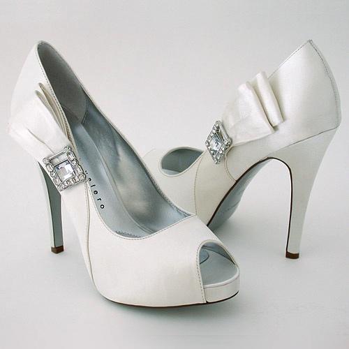 شوزات راقيه للعروس صنادل واحذية لعروس رجيم الجميله 242856.jpg