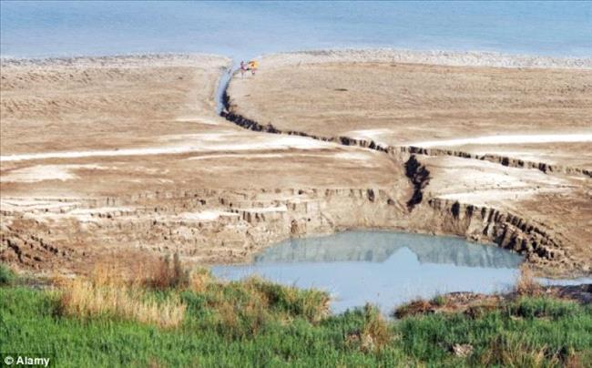 ظاهر حدوث الحفر الإنهدام المخيفة في البحر الميت 275874
