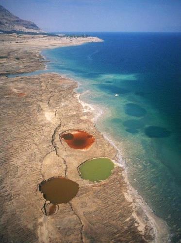 ظاهر حدوث الحفر الإنهدام المخيفة في البحر الميت 275875