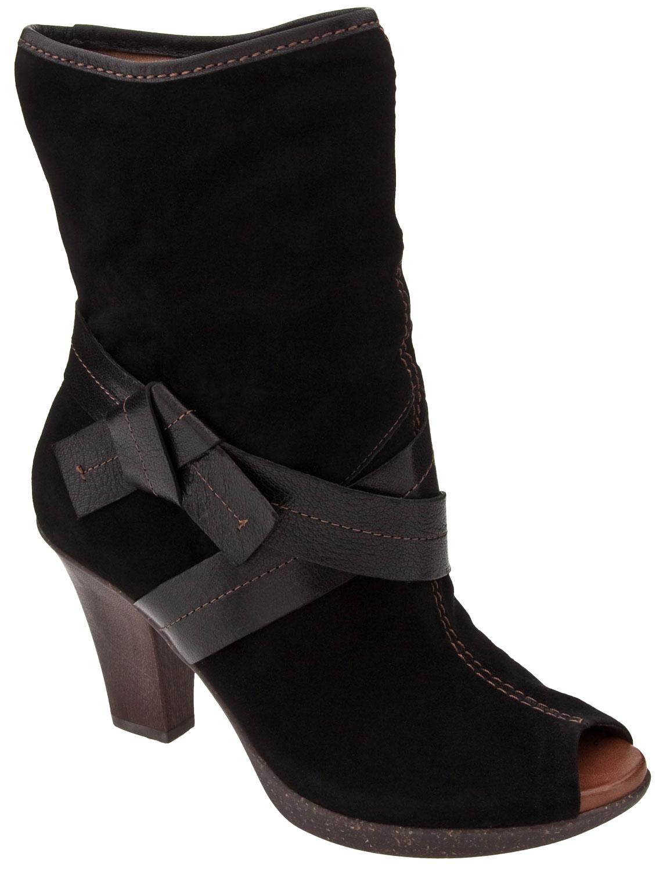 شوزات شتوى جميله احذية منوعه بوتات جميله 2014 281498.jpg