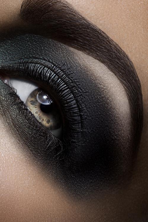 لوكات جديدة ورائعة للعين وطرق رسم وعمل مكياج العيون بالصور 2014 314586.jpg
