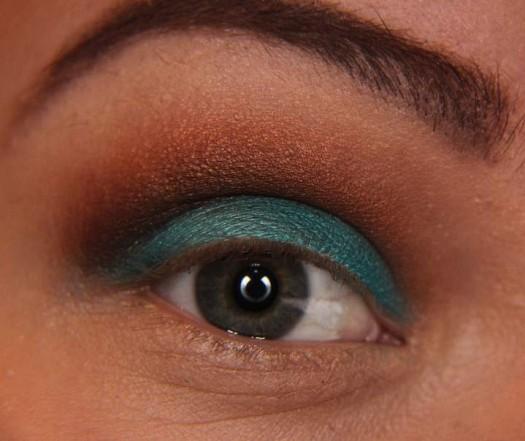 خطوات عمل مكياج عيون روعة - بني وازرق للسهرة